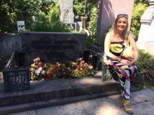 Irena auf dem Friedhof von Novodevichi