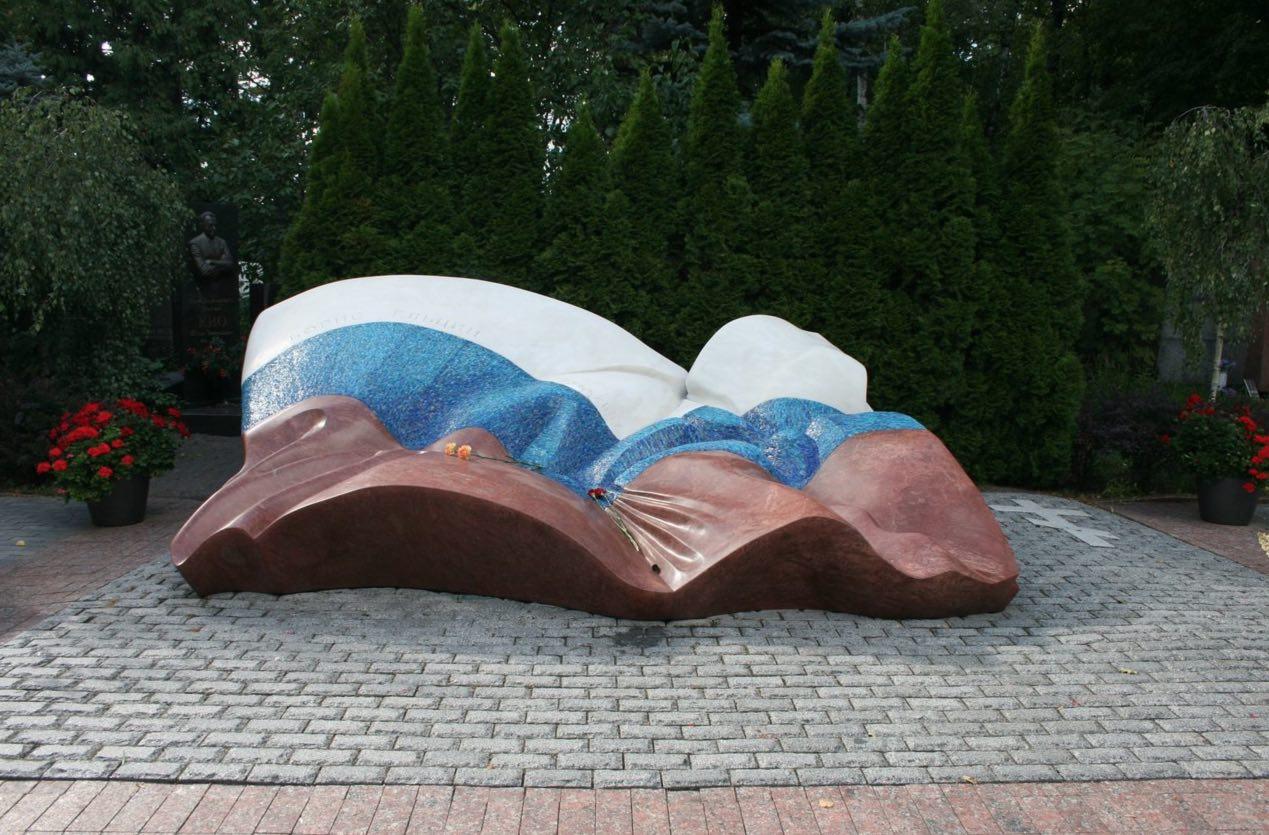 Tumba de Boris Yeltsin en el cementerio de Novodevichi