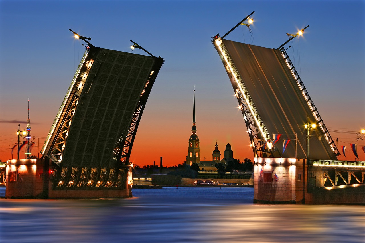 Sankt Petersburg White Nights Closed Bridge