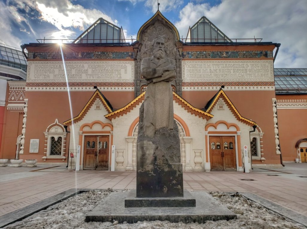 Entrance to Tretyakov Gallery - Monument to Pavel Tretyakov