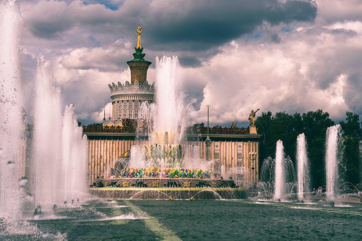 Fontaine aux fleurs de pierre - VDNKh