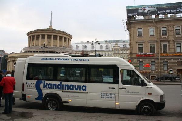 Bus de la compagnie Skandinavia d'Helsinki à Saint-Pétersbourg
