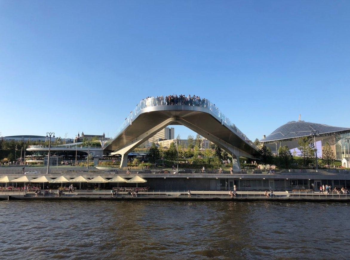 Pont en porte-à-faux du parc Zaryadye
