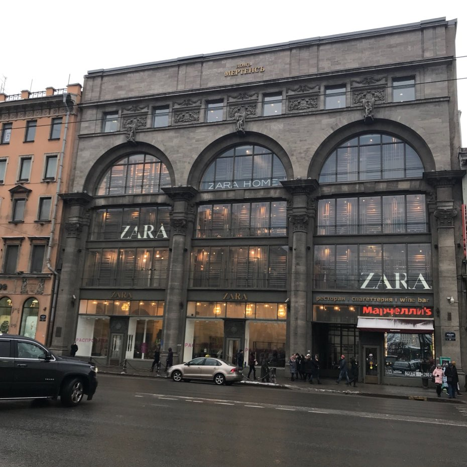 Zara-Laden in der Nevskiy Avenue in Sankt Petersburg