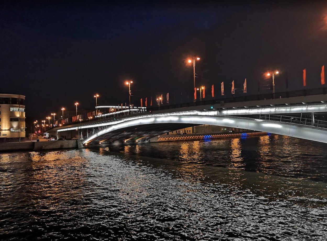 Bolshoy Ustyinski bridge at night