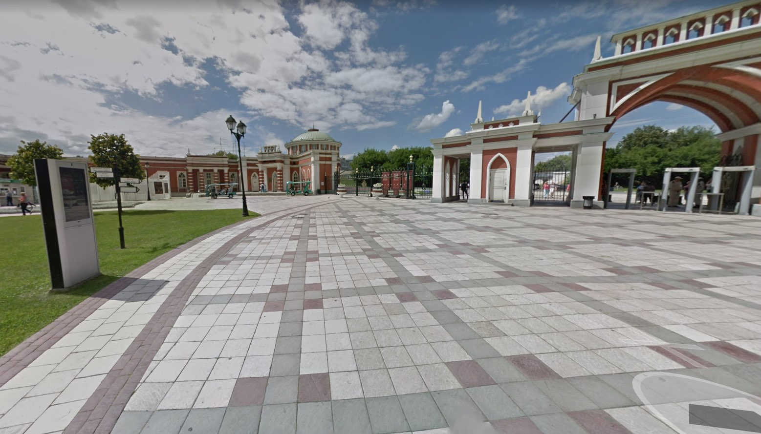 Entrance to Tsaritsyno and ticket sales