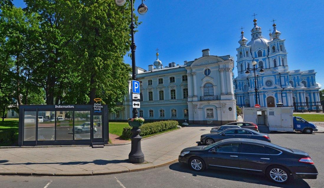 Bureau d'information touristique sur la place Rastrelli à Saint-Pétersbourg