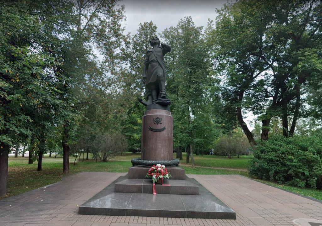 Monumento a Pietro I il Grande a Izmailovo