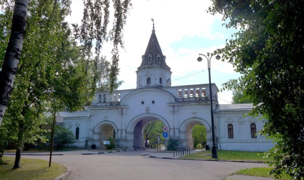 Izmaylovo palace entrance gate