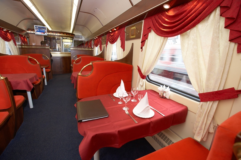 Wagon-restaurant du train Grand Express