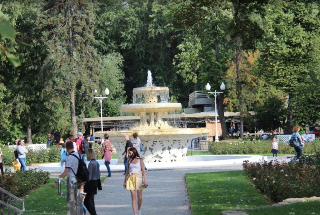 Gorkij Park Rosebush Fountain